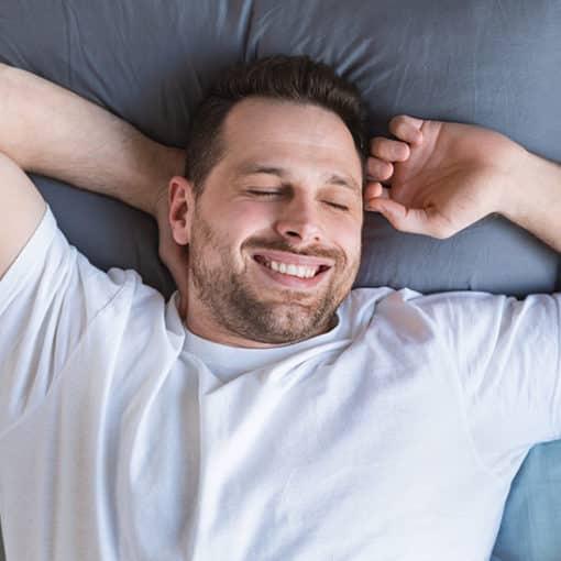 Warum Betten aus Zedernholz den erholsamen Schlaf fördern