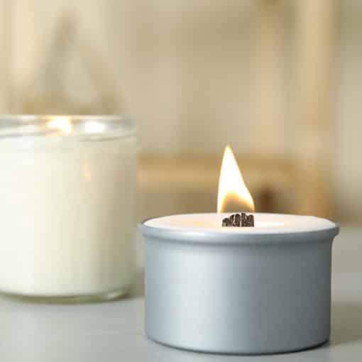 Duftkerze mit Zedernaroma - ein sanfter, natürlicher Duft