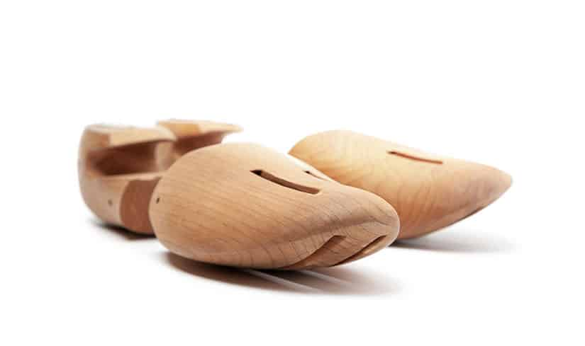 Schuhspanner aus Zedernholz – damit Schuhe länger in Form bleiben